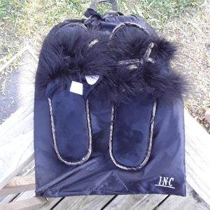 International Concepts Fuzzy Slippers -w- Dust Bag